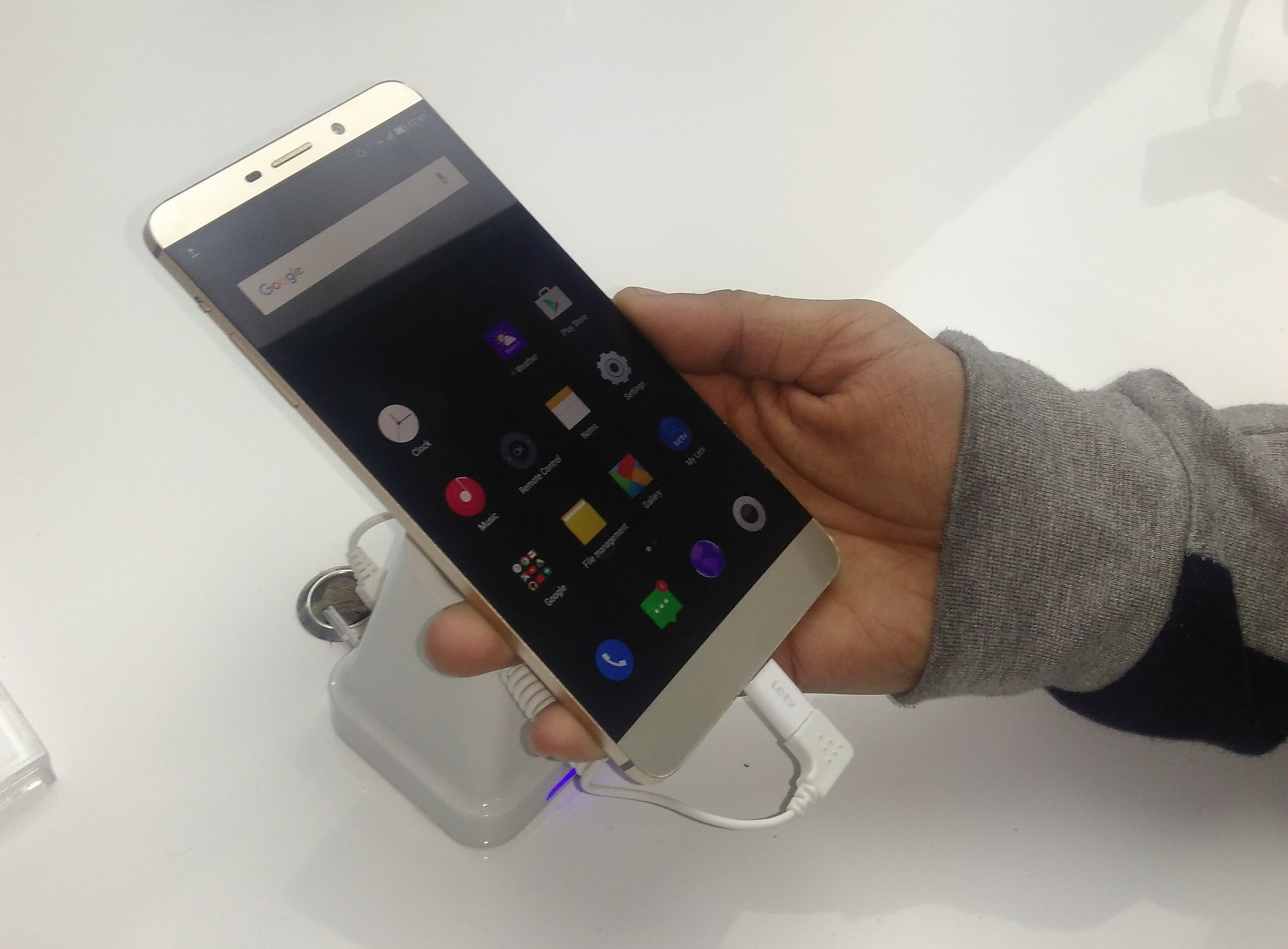 LeEco Launches Flagship Super Phones LeMax and Le1S-Review