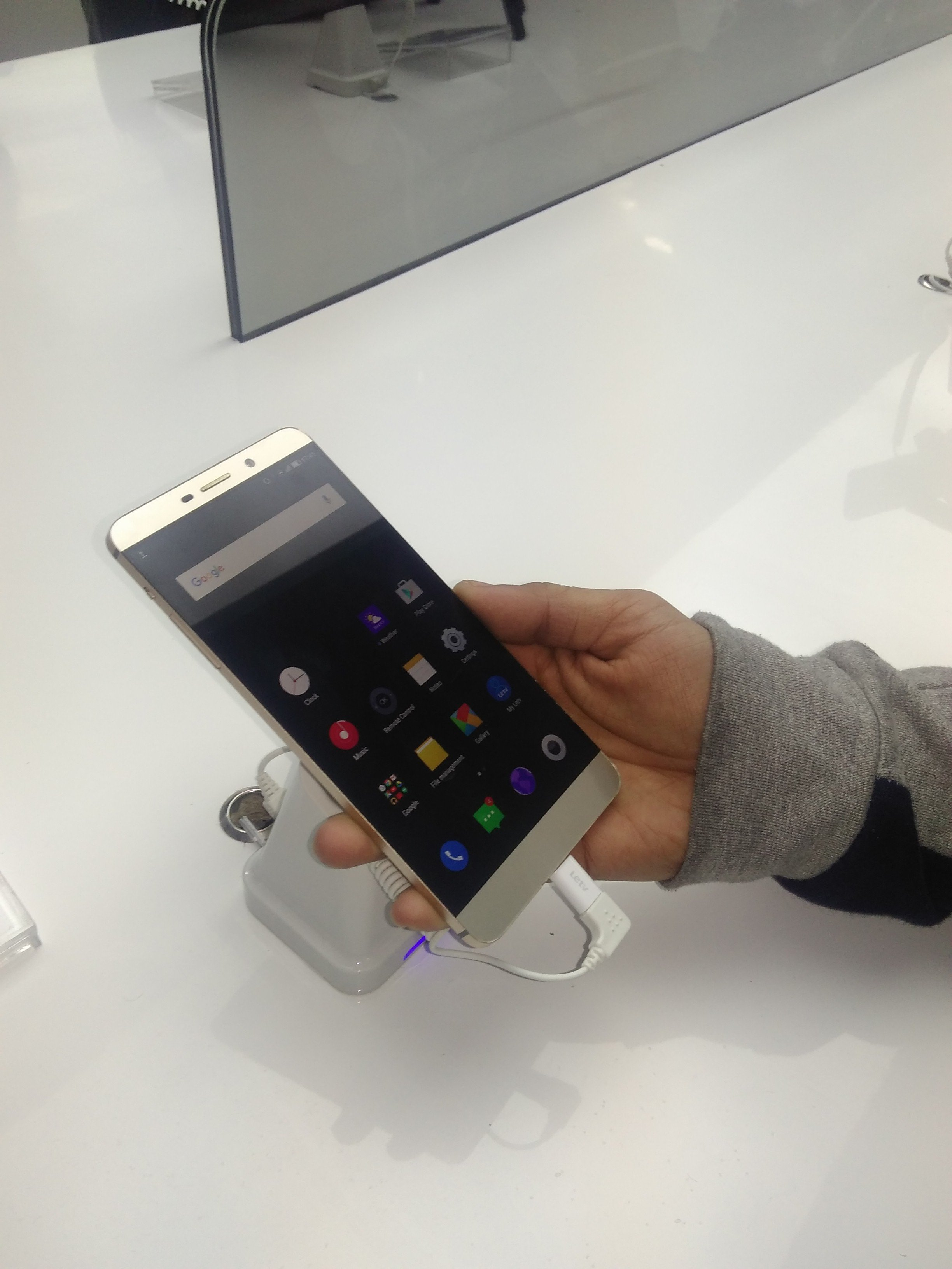 LeEco Launches Flagship Super Phones LeMax Review